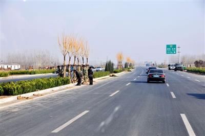 邹城市唐村镇迎宾大道潘官路口改造提升工程